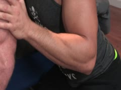 Not invited muscle guy to fuck