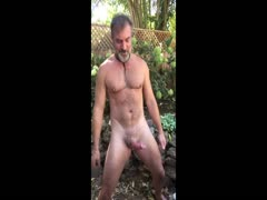 dilf's outside hands free cumshot