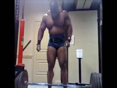 beefymuscle.com - Muscle bull powerlifter warming up